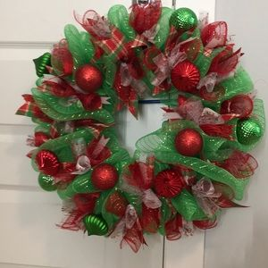 Green an Red Deco Mesh Christmas Wreath